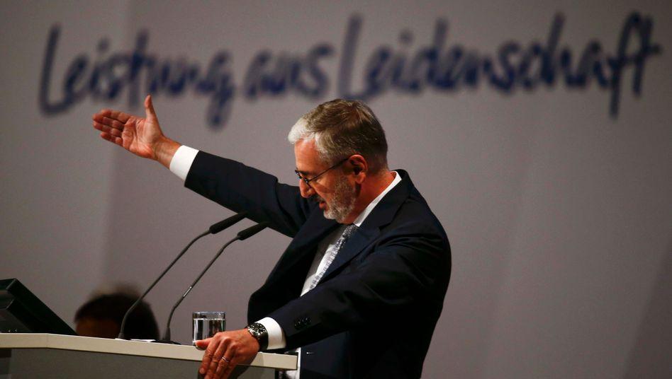 Hat lange dafür gekämpft, altgedienten Top-Managern der Deutschen Bank eine Chance zu geben: Aufsichtsratschef Paul Achleitner, hier auf der jüngsten Hauptversammlung am 21. Mai 2015.
