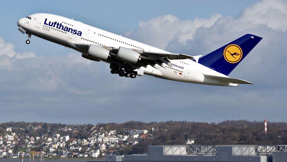 Hoffnungsträger startet durch: Technisch ist der Airbus A380 ein Meilenstein. Aber auch für die Airlines? Oder sorgen Politiker für erhebliche Turbulenzen?