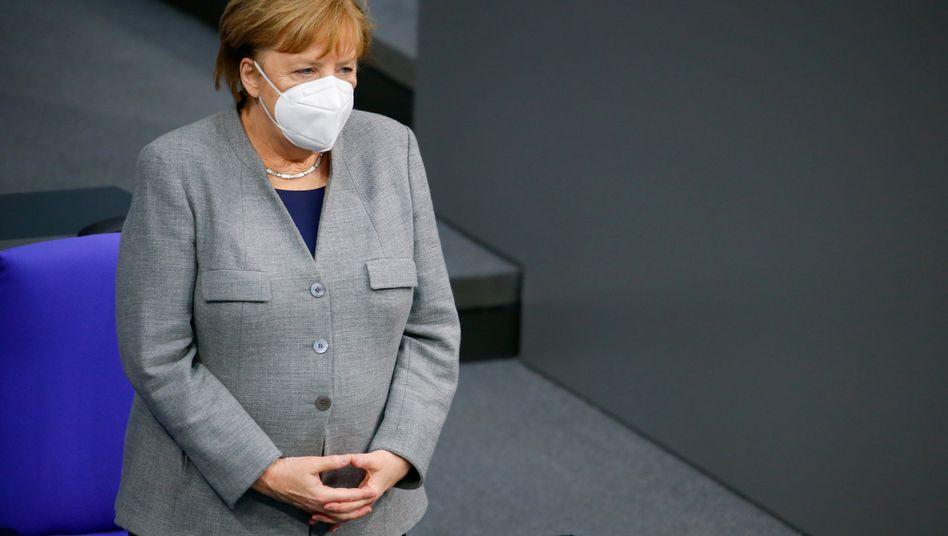 Schärfer und länger: Bundeskanzlerin Angela Merkel hat sich mit den Ländern auf eine Verlängerung des Lockdowns geeinigt