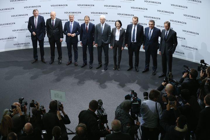 Sowas von stolz: Der VW-Vorstand bei der Vorstellung der neuen Wecker-App. Sie soll ihre Nutzer bedingungslos entlasten.