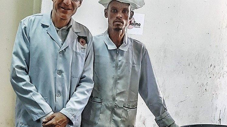 Kaffee-Guys: Felix Ahlers (l.) mit Wende Wendossen, Kaffeeröster von Solino in Addis Abeba