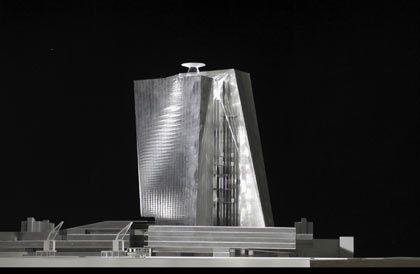 """Coop Himmelb(l)au: Laut Architekt Prix sind die """"gedrehten"""" Wände des Gebäudeentwurfs der teuerste Part"""