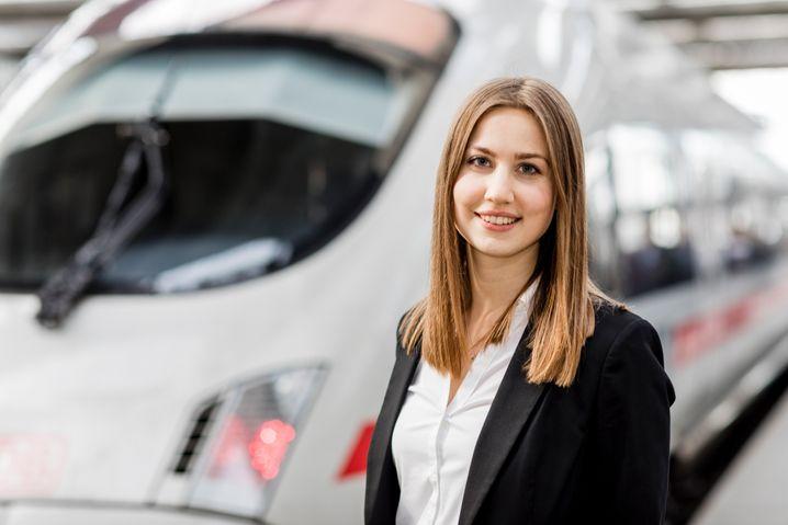 Christina Hoiß, 23.000ste neue Mitarbeiterin der Deutschen Bahn des Jahres 2019