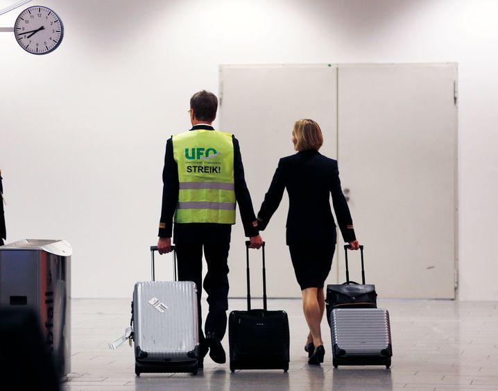 Interessengeflecht: Neben Cockpit und der Gewerkschaft Verdi muss die Lufthansa sich auch mit den Flugbegleitern von Ufo einigen