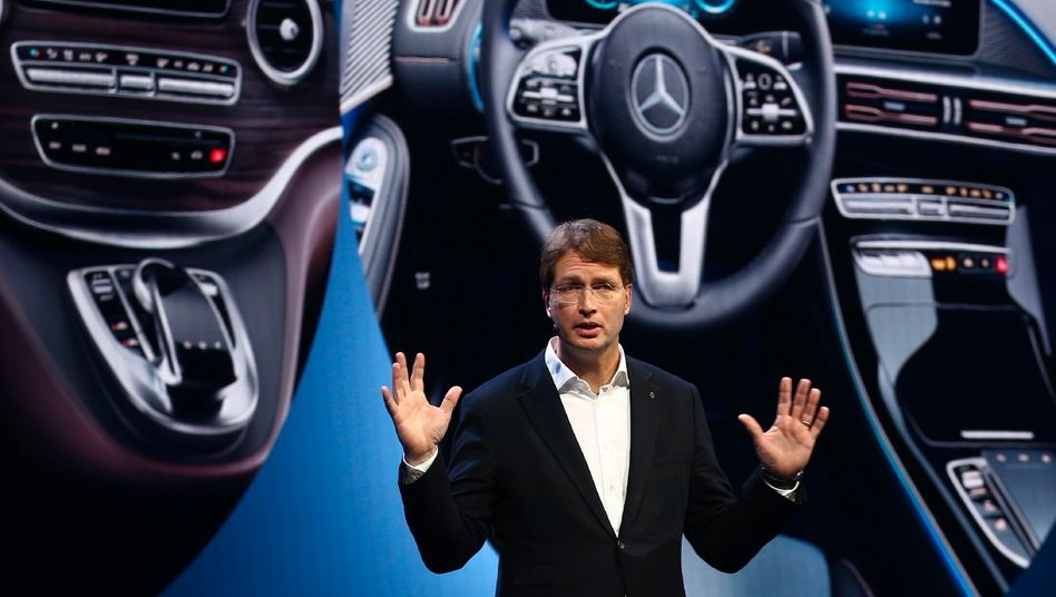 Krise als Chance:Daimler hat in den goldenen Jahren Produktionskapazitäten aufgebaut, die nun überflüssig sind.Ola Källeniusmuss handeln.