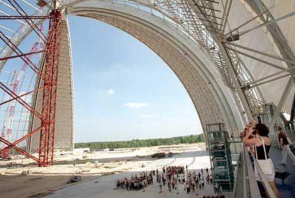 Mächtiger Reinfall: Die Luftschiff-Montagehalle von Cargolifter