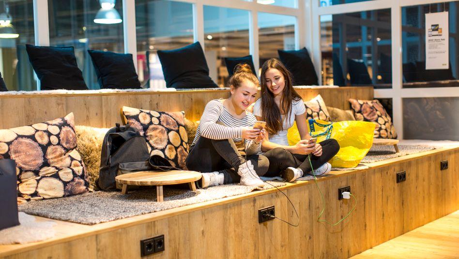 Ikea-Restaurant: Bei dem Möbelriesen läuft es wieder so gut, dass der Möbelriese kein Kurzarbeitergeld baucht