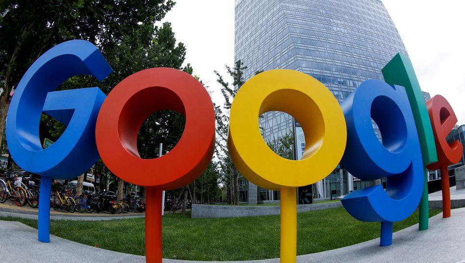 Google-Logo vor einem Gebäude in Peking: Der Internetkonzern ist weltweit aktiv.