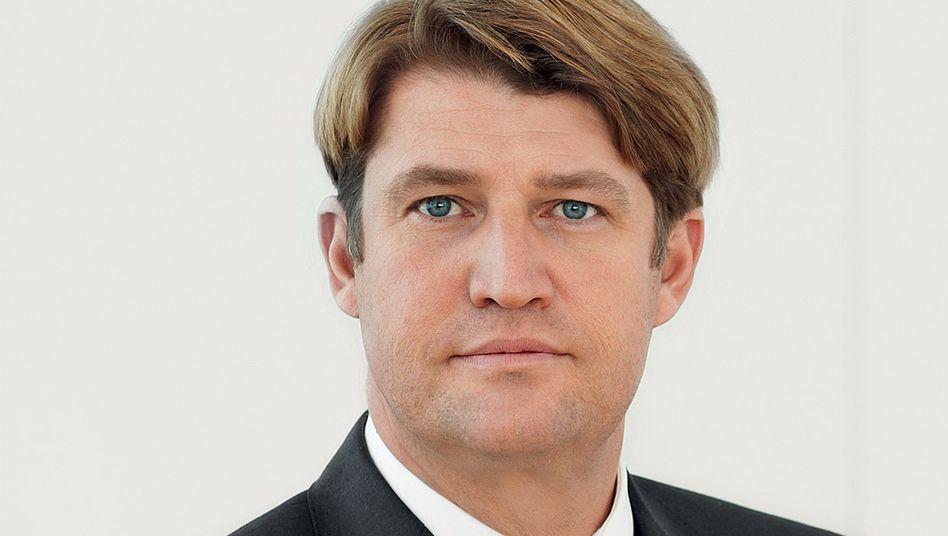 Ab Mitte 2014 Reederei-Chef: Noch Commerzbank-Vorstand Klösges / Mitglied des Vorstands.