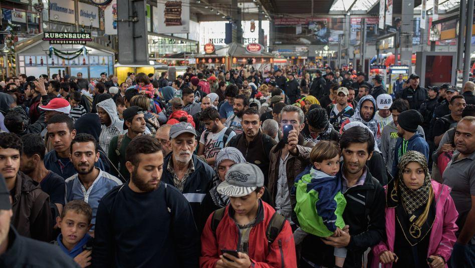 Herausforderung und glückliche Fügung zugleich: Ankommende Flüchtlinge auf dem Hauptbahnhof in München