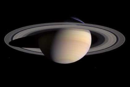 Saturn in Farbe: Blick auf den Planeten zwei Tage vor Eintritt in die Umlaufbahn