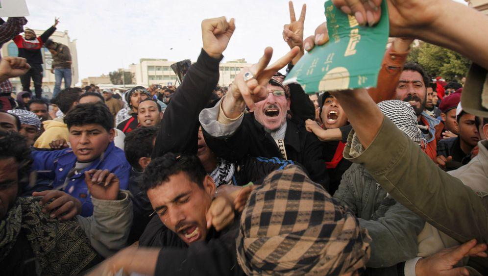 Proteste im ganzen Land: Gaddafis Regime wankt