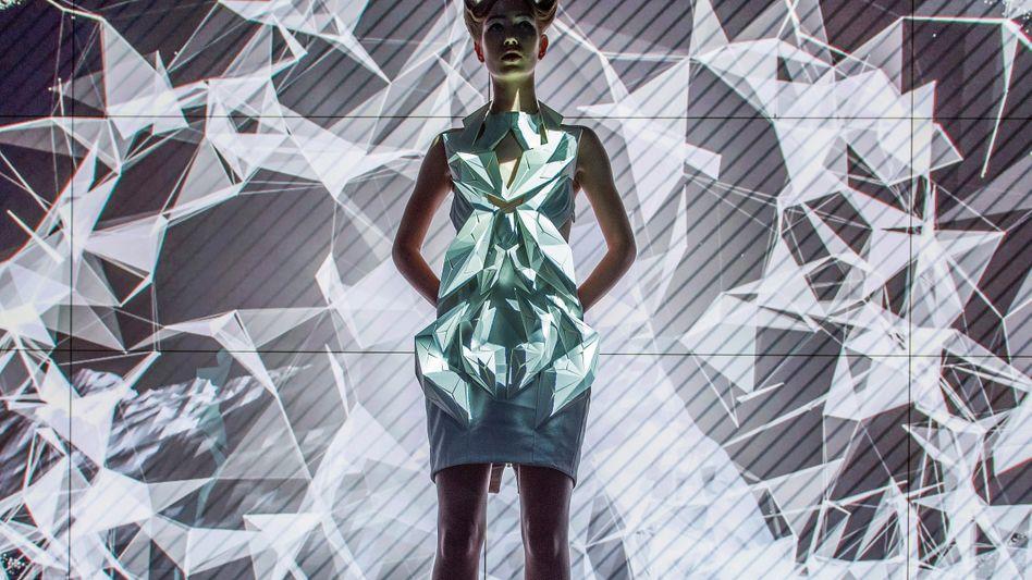 Große Erleuchtung: Für Audi entwarf die Designerin Anouk Wipprecht Kleider mit Elementen aus dem 3-D-Drucker