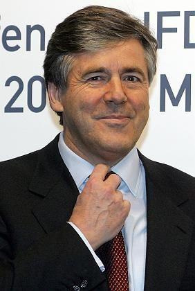 Vorwurf der Untreue: Ackermanns Vertrag läuft im Oktober 2006 aus