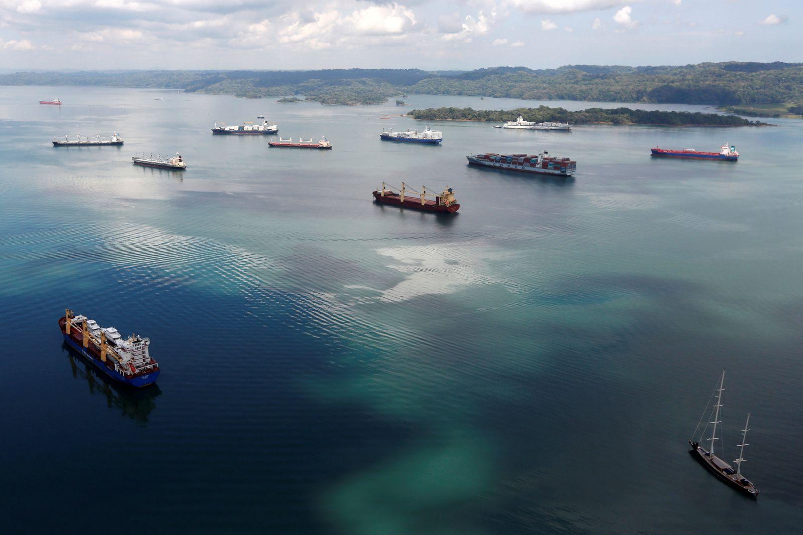 EINMALIGE VERWENDUNG Panama-Kanal / Schiffe