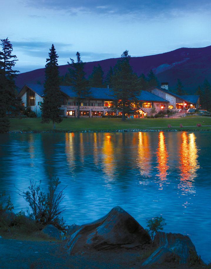 Resort in der Wildnis: Mit Glück gibt es im Jasper-Nationalpark auch Nordlichter zu beobachten