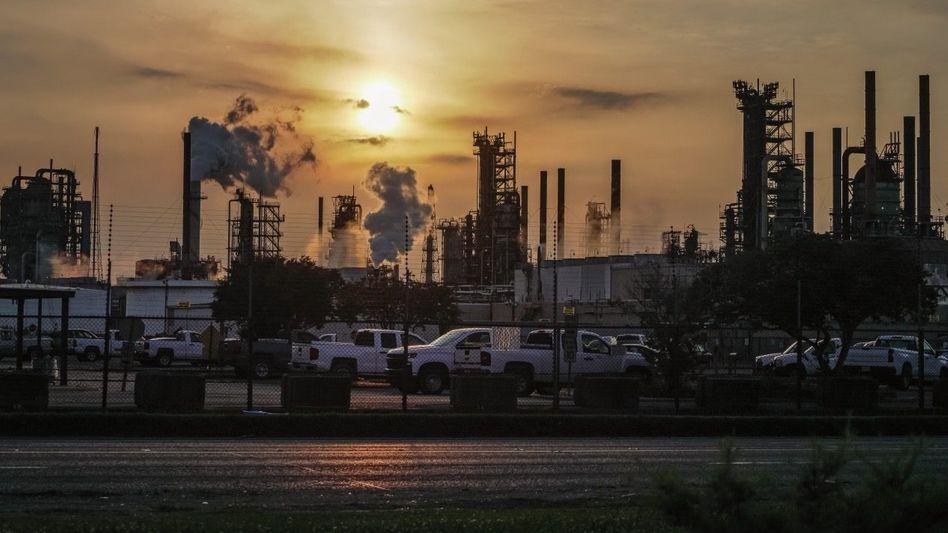 Plus 8,3 Grad: Exxon-Mobil-Raffinerie in Baton Rouge, Louisiana. Wären alle Firmen wie der Ölkonzern, würde die globale Temperatur um mehr als 8 Grad steigen, schätzt die Ökobank Globalance.