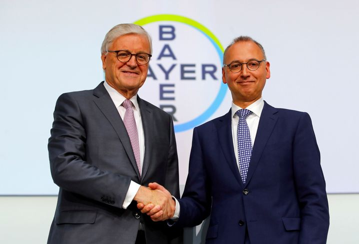 Aufsichtsratschef Wenning (l.) mit CEO Baumann: Baumanns Macht bei Bayer dürfte wachsen.