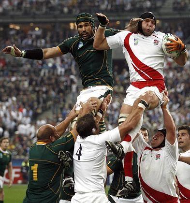 In Südafrika immer ein Thema: Rugby, hier die südafrikanische Mannschaft gegen England bei der Weltmeisterschaft 2007