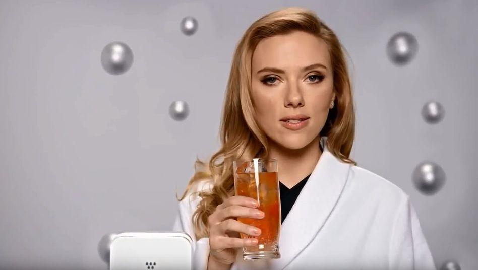 Sodastream-Spot mit Scarlett Johansson: Die Hollywood-Schauspielerin erntete wegen ihrer Werbetätigkeit für den Wassersprudler-Hersteller vor einigen Jahren massiv Kritik