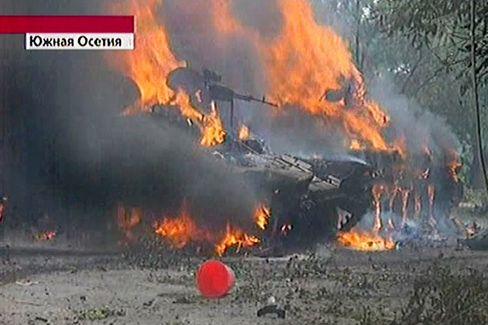 Brennende Panzer: Die Furcht vor einer Ausweitung des Kaukasus-Krieges lässt den Ölpreis steigen