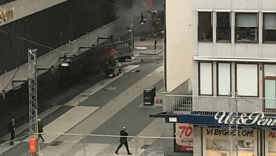 Der Lastwagen fuhr in ein Kaufhaus in der Stockholmer Innenstadt