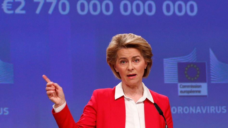 EU-Kommissionspräsidentin Ursula von der Leyen interpretiert das Urteil des Bundesverfassungsgerichts im Ergebnis als Angriff auf die europäische Souveränität. Die EU prüfe jetzt ein Vertragsverletzungsverfahren gegen Deutschland.