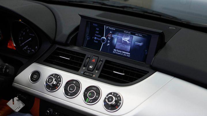 Apps im Auto: Gefahren überwiegen