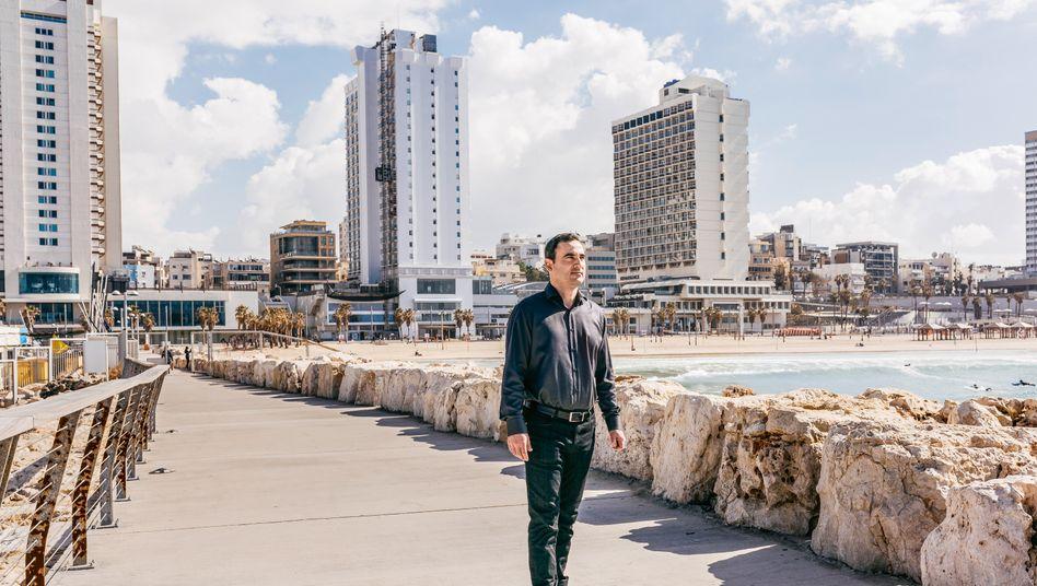 Hausmeister: Amir Dayan (hier in Tel Aviv) hat sein Vermögen vervielfacht, indem er deutsche Immobilien zu Spottpreisen kaufte