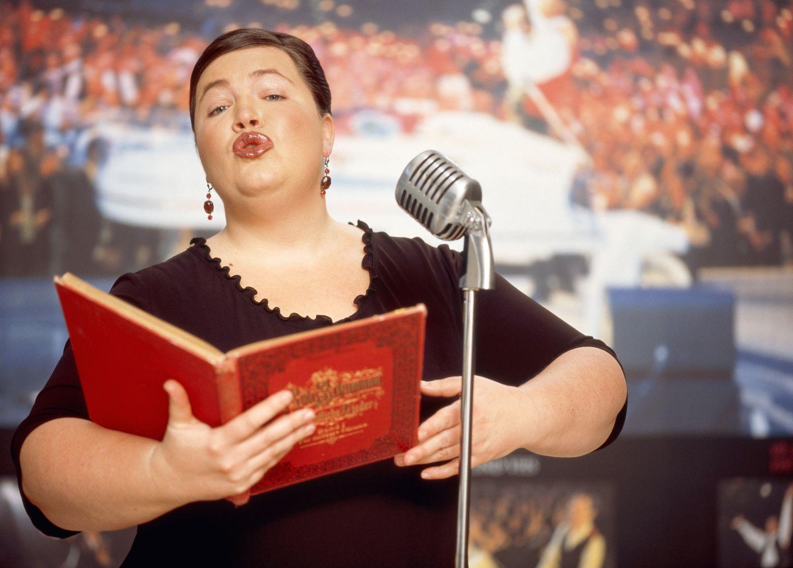 NICHT MEHR VERWENDEN! - Weibliche Opernsängerin