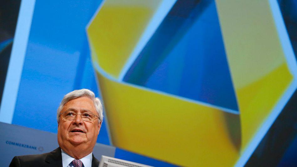 Aufsichtsratschef Klaus-Peter Müller macht sich stark für eine fixe Vergütung der Aufsichtsratsmitglieder. Für einfache Mitglieder soll diese aber mal flugs von 40.000 auf 80.000 Euro im Jahr steigen