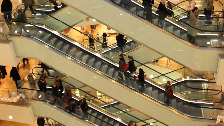 Wie reagiert der Konsument? Das IW setzt hinter seine Prognose ein Fragezeichen, wegen der unklaren Auswirkungen der Schuldenkrise auf die Realwirtschaft