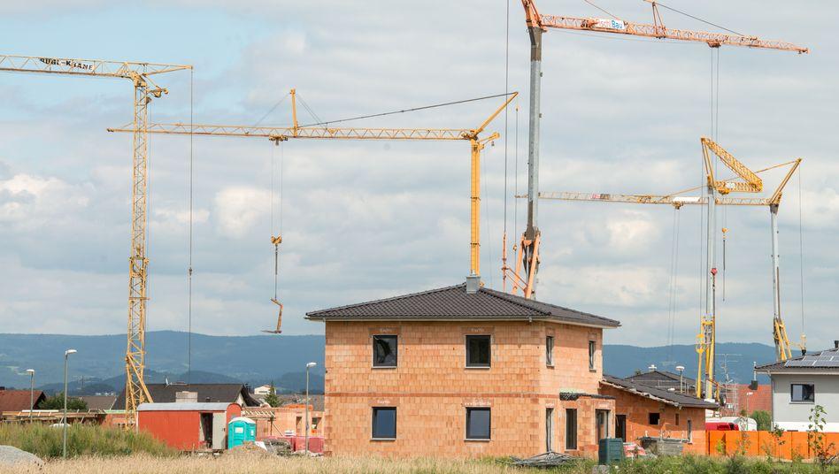 Hausbau: Die Grunderwerbsteuer kostet Bauherren bis zu 6,5 Prozent ihres Grundstückspreises