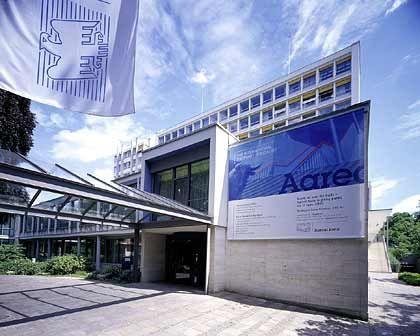 Aareal Bank: Immobilienscout verkauft, Jahresprognose erhöht