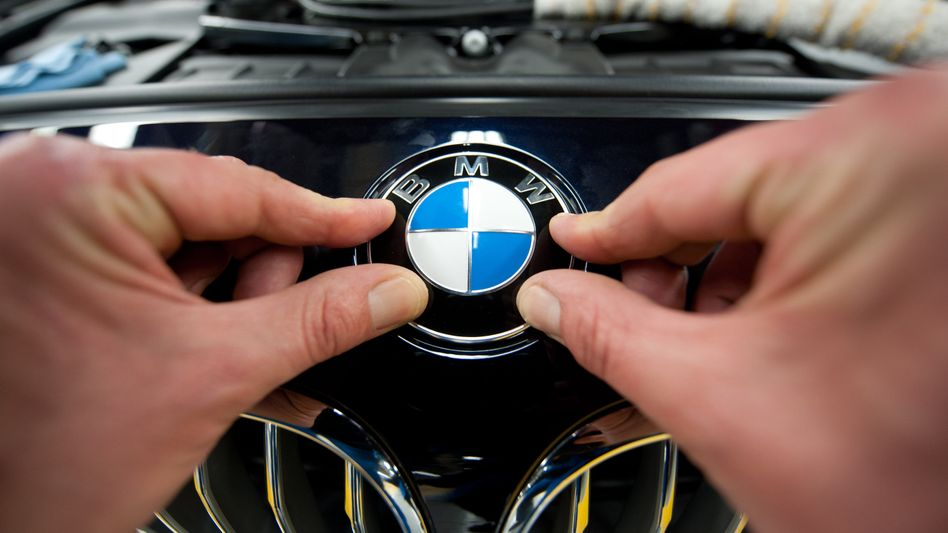 BMW-Arbeiter im Werk Dingolfing: Die Bayern wollen ihren Mitarbeitern Teile der bezahlten Pause nicht mehr vergüten
