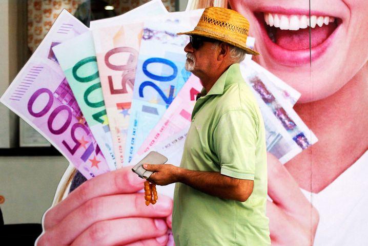 Straßenszene in Athen: Hohe Schulden, niedrige Zinsen