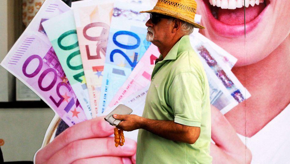 Nur Bares ist Wahres: Noch haben griechische Banken genug Geld zur Versorgung. Zur Not müssen sie ihre Zentralbank anzapfen