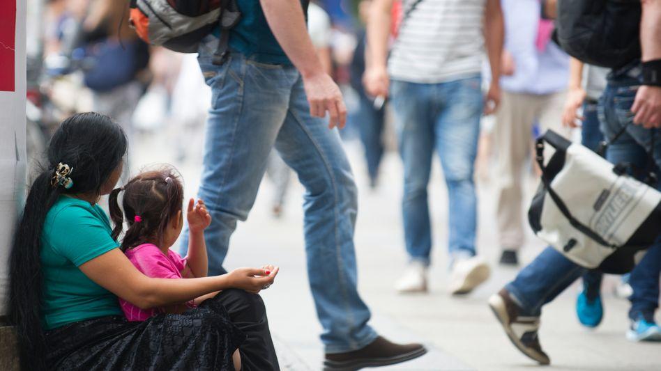 Armut, mitten in Berlin: Deutschland konsumiert wie wild und investiert zu wenig