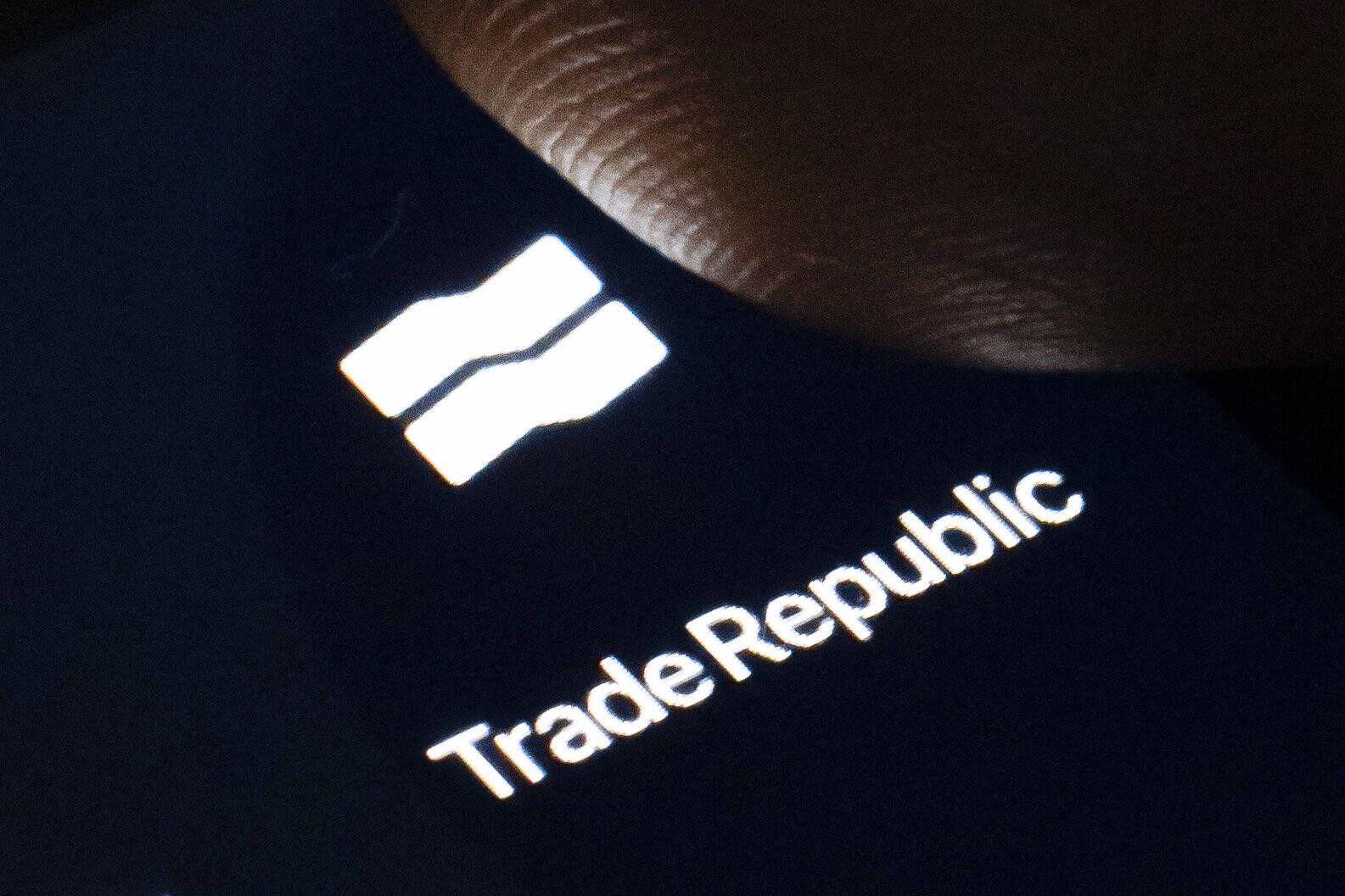 Symbolfoto: Das Logo des Fintechs und Online-Brokers Trade Republic ist auf dem Display eines Smartphone zu sehen. Berli