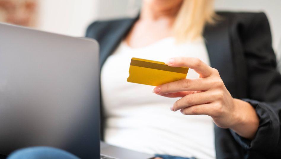 Wohin mit dem Geld? Allein zum Jahreswechsel haben 24 Kreditinstitute Negativzinsen eingeführt