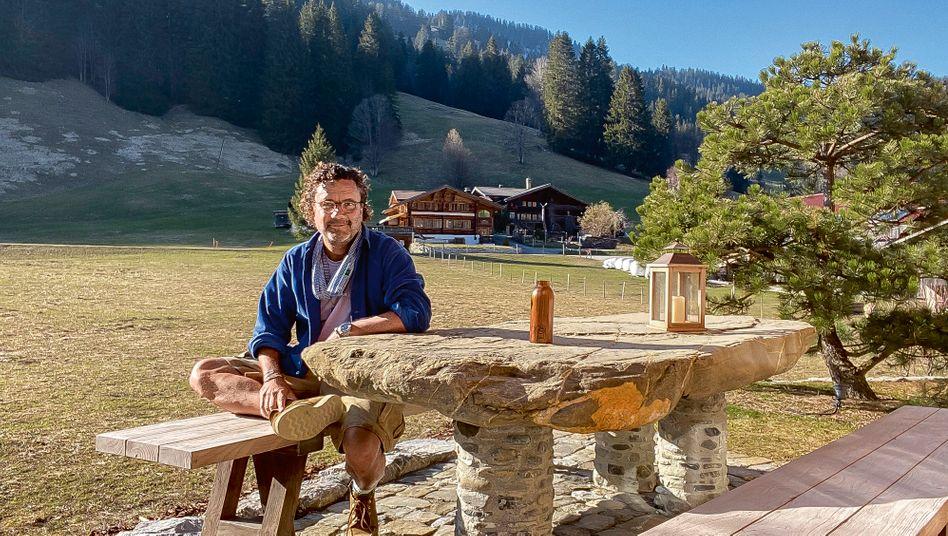 Aus der Selbstisolation in seinem Chalet im Berner Oberland kämpft Christoph Hoffmann um sein Unternehmen