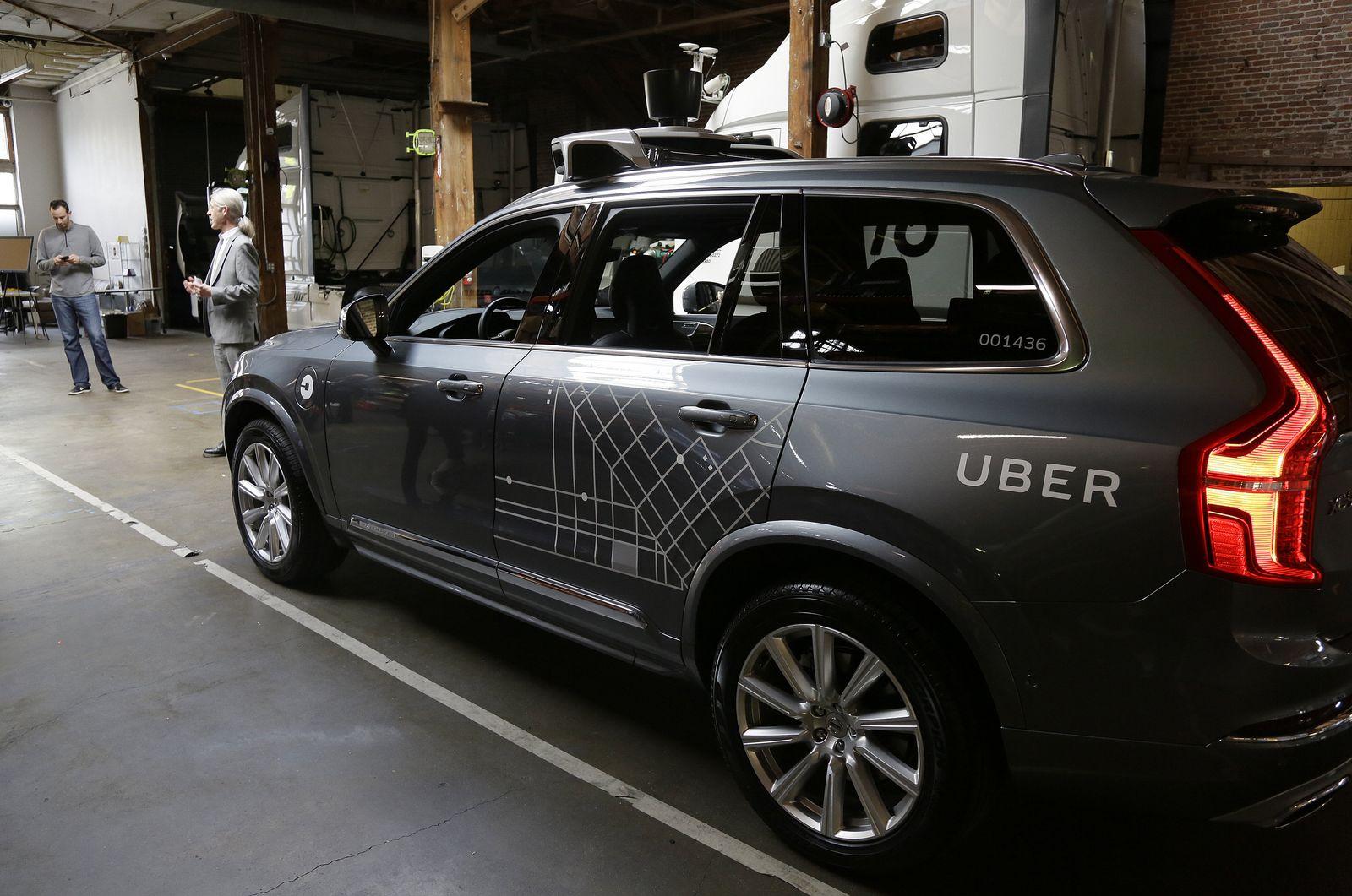 Selbstfahrender Wagen / Uber