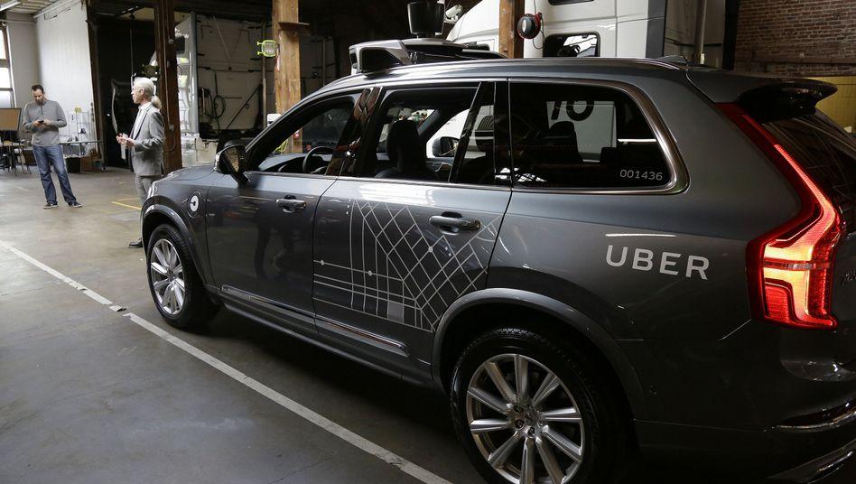 Ärger in San Francisco: Ein Roboterauto des Fahrdienstes Uber hat eine rote Ampel überfahren