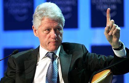 Mit erhobenem Zeigefinger: Ex-US-Präsident Bill Clinton