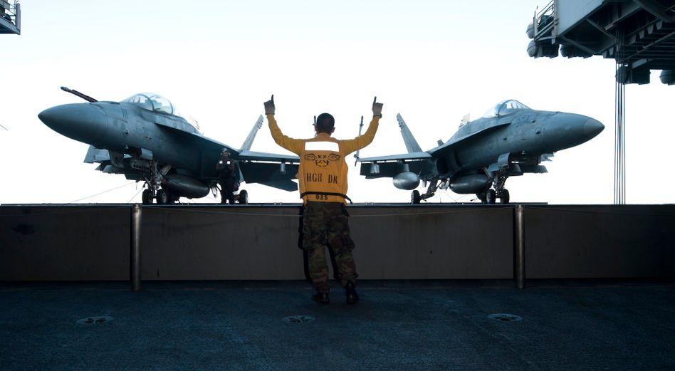 Flugzeugträger der US-Streitkräfte: Die USA haben bereits die Nutzung von zwei Stützpunkten in Südgriechenland beantragt. Im Mittelmeer befinden sich bereits vier US-Kriegsschiffe