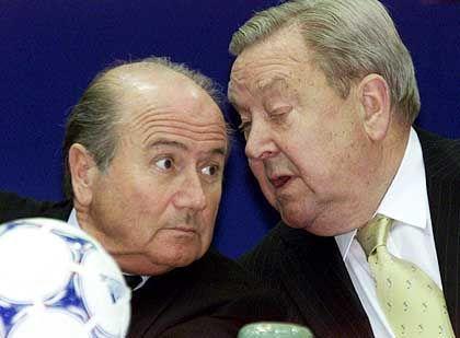 Erzfeinde: Blatter und der UEFA-Präsindet Lennart Johansson