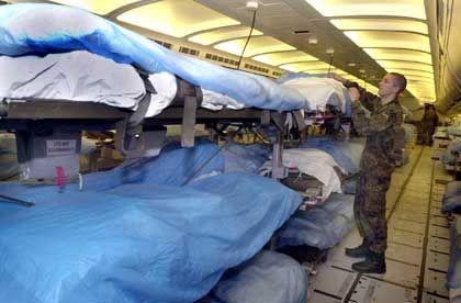 Ein Lazarettflugzeug der Bundeswehr soll am Donnerstagabend mit 50 verletzten Deutschen in Köln landen