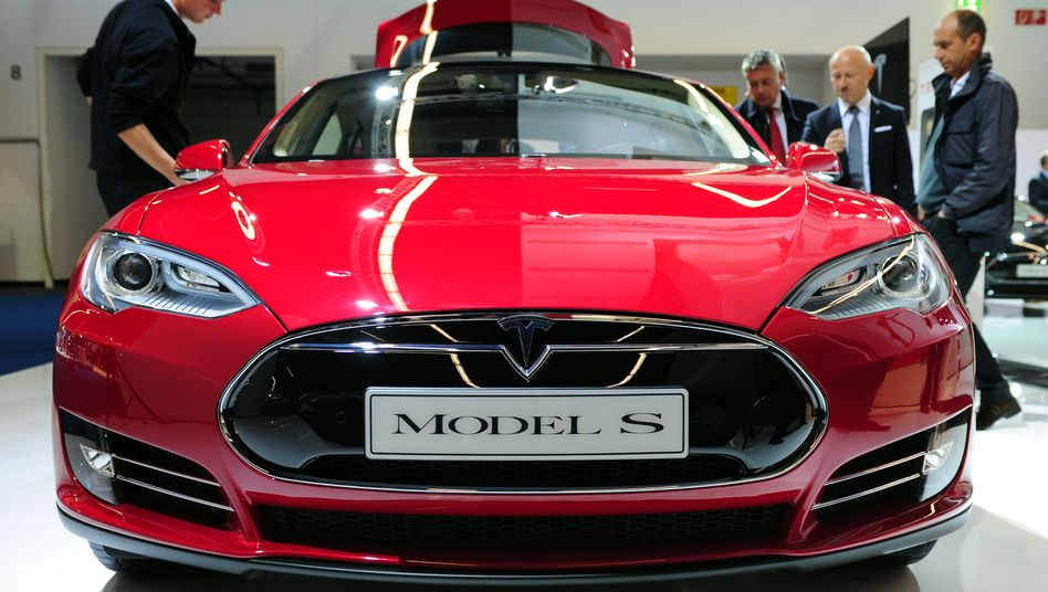 Tesla Model S: Dieses Elektroauto stößt beim Fahren kein Gramm Stickoxid aus - beim Lackieren des Autos in der Fabrik entstehen jedoch ein paar schädliche Abgase