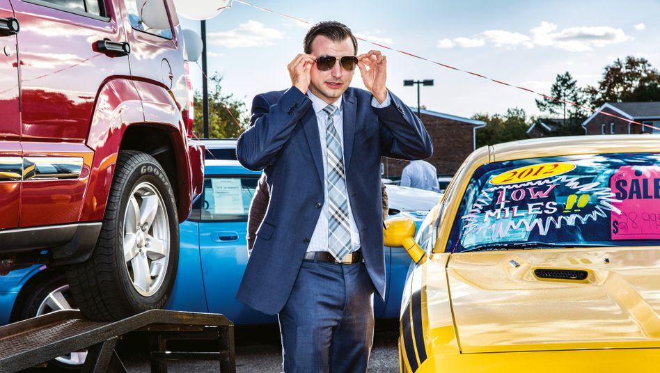 Der US-Fotograf Jeff Minton hat Autohändler in Levittown im US-Bundesstaat New York begleitet. Hier zu sehen: Jason Mascia, der Verkäufer-Star des Unternehmens.