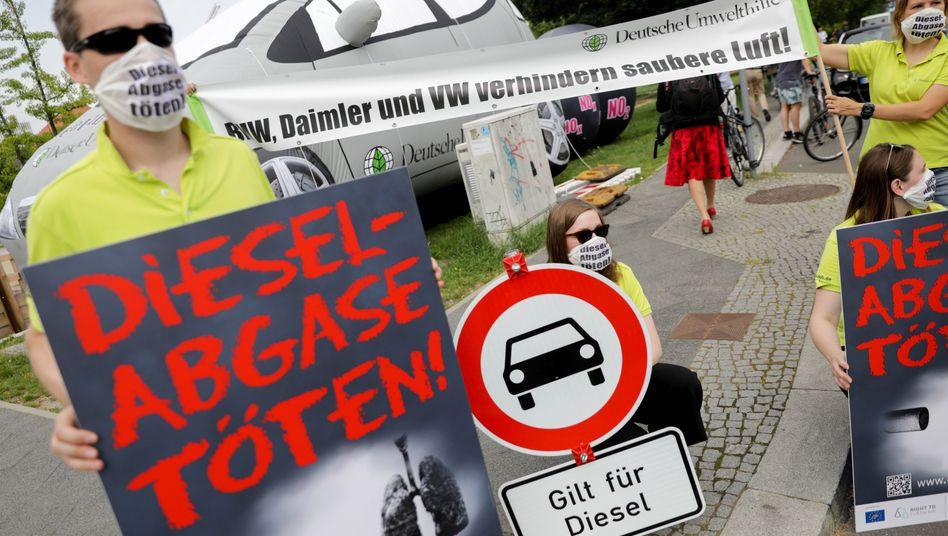 Schon beim Dieselgipfel Anfang August schlugen die Wogen in der Diskussion um ein Verbot von Diesel- und Verbrennungsmotoren hoch